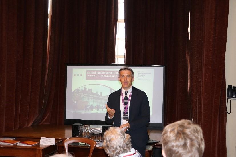 英国皇家地理学会总干事Joe Smith先生在欢迎仪式上致辞.jpg