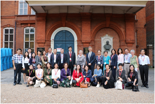 中国地理学会代表团访问英国皇家地理学会总部.png