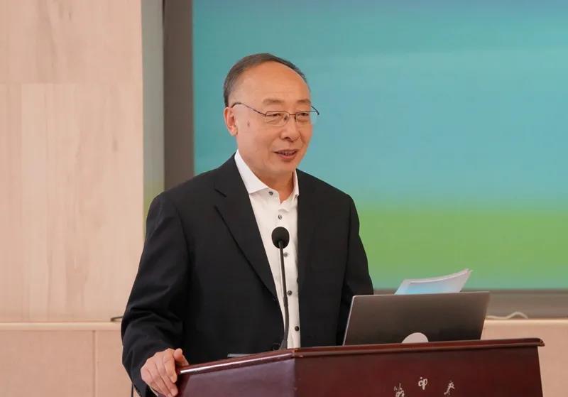 中国地理学会副理事长兼学术工作委员会主任宋长青教授主持会议.jpg